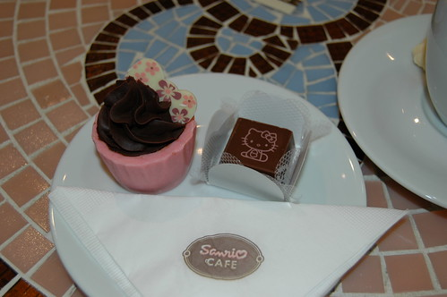 Hello Kitty Cafe - Cupcake e Bombom