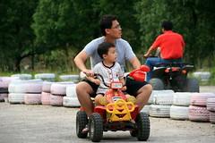 20091108_9725 (Yiwen103) Tags: 內灣 露營 尖石 卡丁車 櫻花谷 碰碰船 踏踏球
