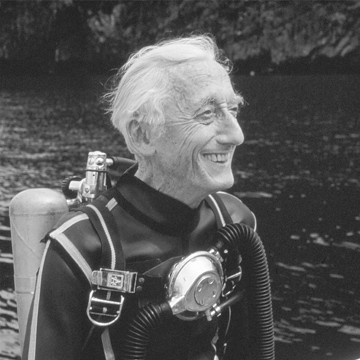 Cousteau Society.32. Anyone can see this photo All rights reserved