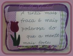 ....Mais uma almofada com frase.... (Ponto Final - Patchwork) Tags: floral quilt flor fabric patchwork almofada tulipa roxo tecido lils frase retalho aplicaes po apliq