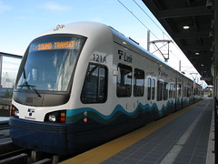 Train waiting to depart (Oran Viriyincy) Tags: seattle train transit soundtransit linklightrail airportlink kinkisharyomitsui