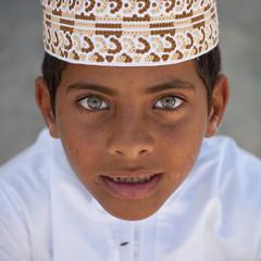 Blue eyed boy, Masirah island, Oman (Eric Lafforgue) Tags: boy people look hat kid eyes bravo child yeux arabic greeneyes arabia arabian oman enfant regard omn  omani yeuxverts arabie masirah  7767 om  omo umman omaan  greenetes    omna omanas umn