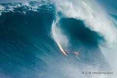 Surfing a huge swell at Waimea Bay, on the north shore of Oahu, Hawaii. (Sean Davey Photography) Tags: usa color horizontal hawaii surf surfing bigwavesurfing hugesurf seandavey giantwaves surfhistory heavywave powerfulwaves giantsurf surfnorthshore surfersphotographs imagessurf surfbigwave bigwavesurfers biggestwaves waimeabaynorthshoreoahu