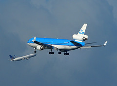 SRM570113100455 (photoman576097) Tags: airplane flying sfo aircraft jet continental landing klm approach heavy airliner jetplane coo md11 mariecurie jetliner ksfo sanfranciscointernational flyingdutchmanairlines mcdonneldougals phkcccc03 sn48557589 arriavl
