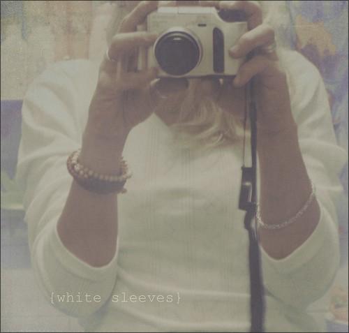 {white sleeves}