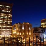 Québec: La place D'Youville, le soir
