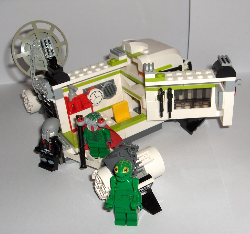 Lego Space police 3 Camper getaway vehicle inside view