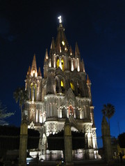 Parroquia by night