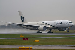 AP-BGY - 33781 - Pakistan International Airlines PIA - Boeing 777-240LR - Manchester - 081126 - Steven Gray - IMG_2959