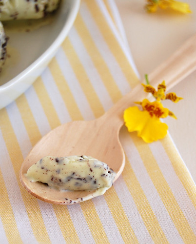 Fresh mint choc chip ice cream / Sorvete de menta com chocolate