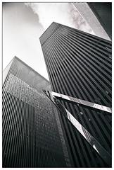 ... new york (24) ... (Norbert H.) Tags: light blackandwhite newyork analog skyscraper pull canoneos3 schwarzweis am74 nikoncoolscann9000 bigappleilfordhp5200