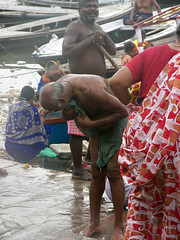 Tying Dhoti 1.2 (amiableguyforyou) Tags: india men up river underwear varanasi bathing dhoti oldmen ganges banaras benaras suriya uttarpradesh ritualbath hindus panche bathingghats ritualbathing langoti dhotar langota