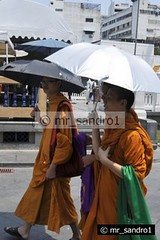 Thailand - Bangkok Monks (mr_sandro1) Tags: thailand nikon asia flickr bangkok monks estrellas 2010 reportage d300 flickrsbest platinumphoto flickrdiamond mygearandmepremium flickrawardgallery
