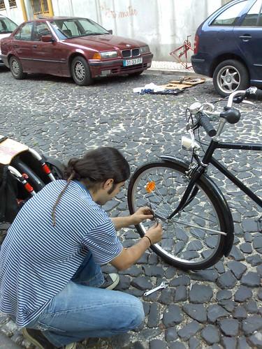 R. a montar uma luz pisca-pisca na sua bicicleta