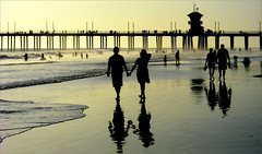(bNat!) Tags: california ca sunset sea people usa sun reflection love sol beach water silhouette backlight contraluz la pier muelle mar us losangeles agua streetlight couple surf waves unitedstates gente pareja silhouettes playa eua surfboard reflejo pasarela gateway puestadesol backlit silueta southerncalifornia orangecounty oc ustrip farolas olas gent huntingtonbeach siluetas coast2coast platja moll cityofangels estadosunidos reflexe contrallum fanals postadesol loveisintheair eeuu woow parella apictureisworthathousandwords laststop huntingtonpier passarel