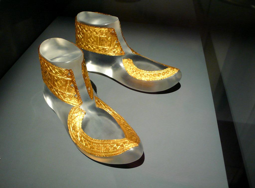 celts - hochdorf golden shoes ornaments