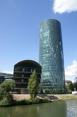 """Frankfurt, Westhafen-Tower """"Geripptes"""" und Westhafenpier (HEN-Magonza) Tags: frankfurt westhafentower geripptes panoramaschifffahrt panoramiccruise main westhafenpier westhafenviertel hessen hesse deutschland germany wolkenkratzer skyscraper hochhaus highrisebuilding"""