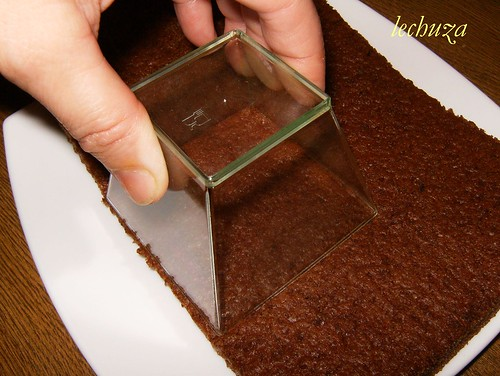 Pirámides de yogur y choco-cortar bizcocho