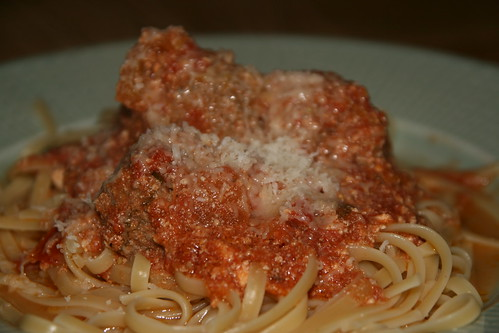 Frikadeller i tomatsås med ricotta