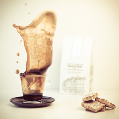 Lggerli  & Nespresso (dongga BS) Tags: coffee schweiz drops cookie kaffee basel splash nespresso splish lckerli gebck canoneos50d ef35mmf14lusm baslerlckerli baslerlggerli lggerli frozenmovmentspritzer