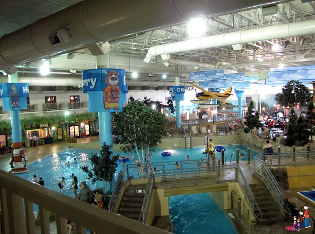 Lazy River and Wave Pool at Radisson Waterpark of America
