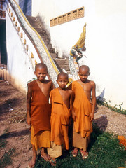 LaosMonChldr1