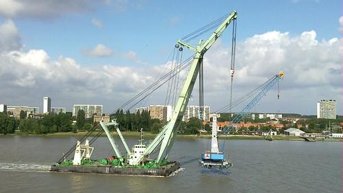 Sheerleg Brabo shifting harbour crane
