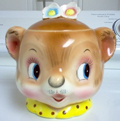 PY/Enesco Bear Head Cookie Jar (Cathygio) Tags: bear old cute face smiling japan vintage happy head antique kitsch housewares retro 1950s teddybear whimsical cookiejar anthropomorphic py kitchenware holthoward lilbear lefton enesco miyao biscuitjar