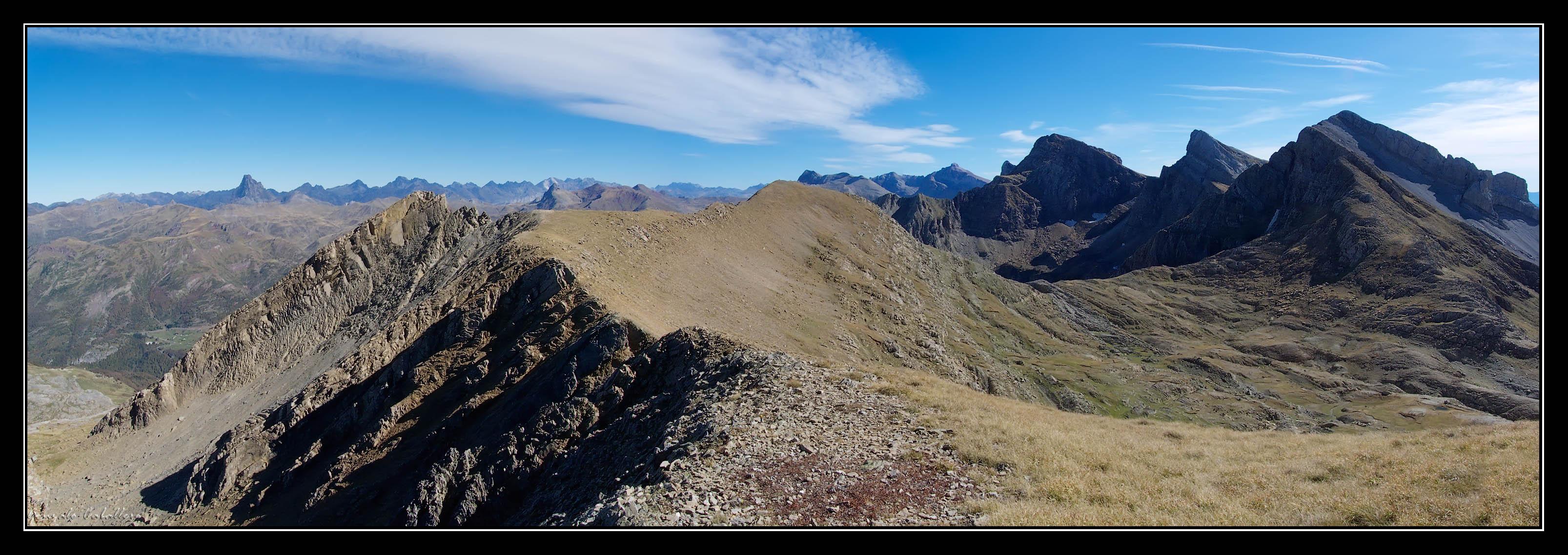Cresta que une el Puntal del Bozo (2407 m.) con Ruabe del Bozo (2419 m.)