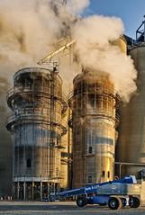 [フリー画像] [人工風景] [建造物/建築物] [工場の風景] [煙突] [煙/スモーク] [アメリカ風景]     [フリー素材]