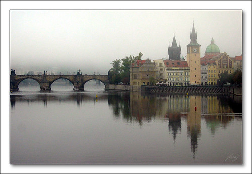 Praha - Karlův most v ranní mlze  [The Prag - Charles Bridge in the morning mist]