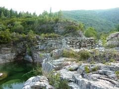Sente RG du ruisseau de Sainte-Lucie : pont détruit du Mela