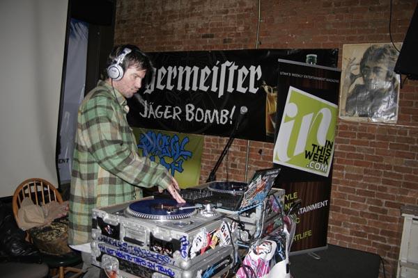 DJ Creepy Kyle giving Knucklz a breather.