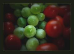 Trauben & Kirschtomaten (siggi2234) Tags: tomaten picnik trauben vitamine kirschtomaten grnrot shwotan siggi2234 januar2010 kernlosetrauben