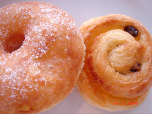 DSC02125 Doughnut and Danish Pastry