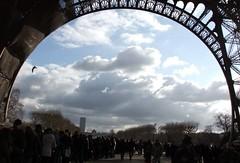 Tour Eiffel. (Elias Rovielo) Tags: paris eiffeltower toureiffel torreeiffel champdemars 1889 gustaveeiffel