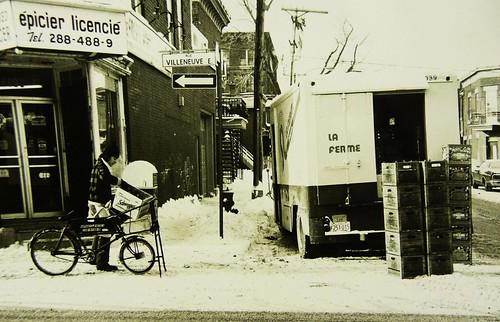 Montréal, janvier 1976. Rue Villeneuve angle De Bullion.