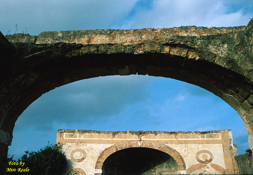 Arco nell'arco Villa S.Isidoro (Bagheria)