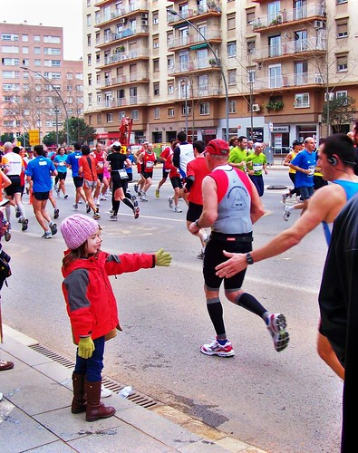 High Fives! Barcelona Marathon 2010 by bigelco07.