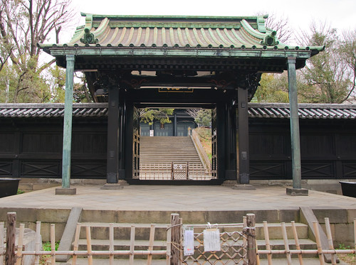 Nyutokumon gate