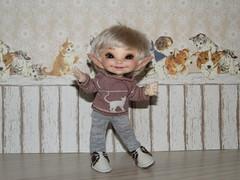 IMG_2541 (cat-soft paws) Tags: белокоричневые кеды серые леггинсы радость улыбка блондин лучик мрр мяу белый коричневый котик лонгслив whitebrown sneakers grey leggings joy smile blonde ray mrr meow white brown cat longsleve