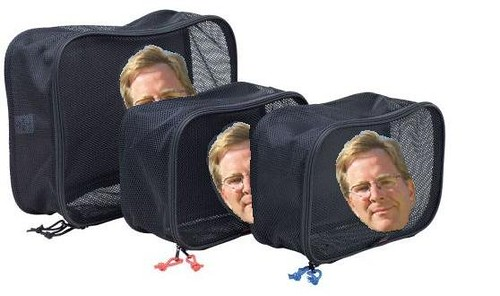 Okay, fine. So Rick Steves Packing Cubes dont actually have his face on them. I dont know if thats a selling point or not.