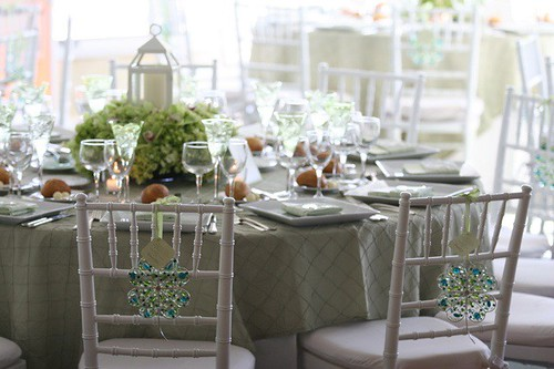 creative way to bring in a bit of winter charm into a wedding decor