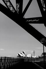 Sidney (acheemete) Tags: travel bw paisajes landscapes australia bn viajes newsouthwales trips operahouse sidney harborbridge oceania