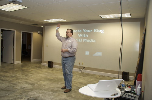 Erik Deckers speaking about promoting your blog with social media