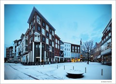 Main Commercial Square - Spijkenisse (B'Rob) Tags: street city travel blue light sky cloud snow streetart holland color building art tourism netherlands true azul architecture photography photo yahoo google arquitectura nikon flickr paradise symbol edificio picture nederland thenetherlands ciudad bicicleta tourist colores best most cielo holanda eden paraiso 1224mm mejor tradición spijkenisse zuidholland d90 brob 3201 edén uitstraat brobphoto