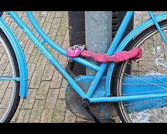 Sweetwheels (by_irma) Tags: pink blue holland bicycle blauw meetup nederland denhaag slot fiets roze zuidholland flickrcolours sweetwheels blurbbookmeetup
