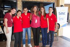 Gerente de Educação do Sesc, Zeni Aguiar; alunos que irão para a Esem este ano e a coordenadora de cursos do Sesc, Iriane da Costa