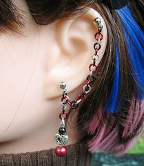 Red and Black Cartilage Chain Earring - Queen of Hearts