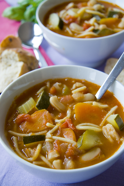:: Hearty Minestrone Soup